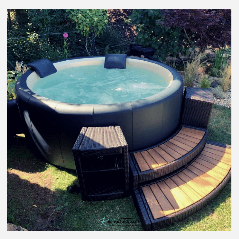 Un spa rond Softub à Olm, Luxembourg